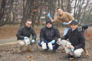 Sadzenie krokusów przy Parku gen. Skalskiego