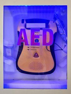Defibrylator zainstalowany w ramach projektu.
